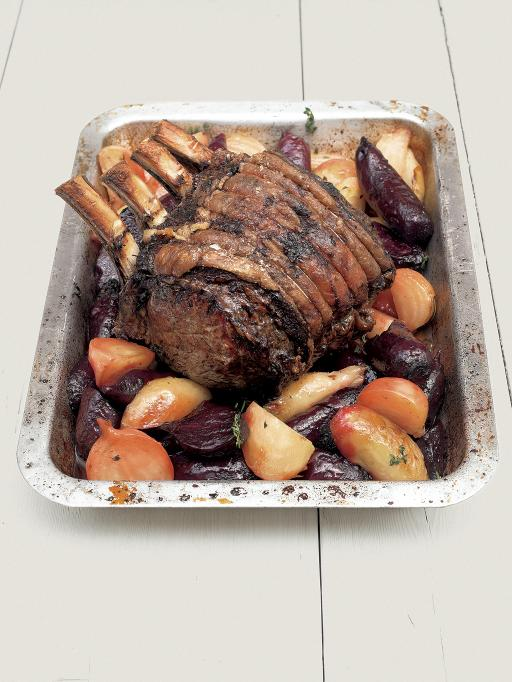 Roast fore rib of beef with beetroot _ horseradish