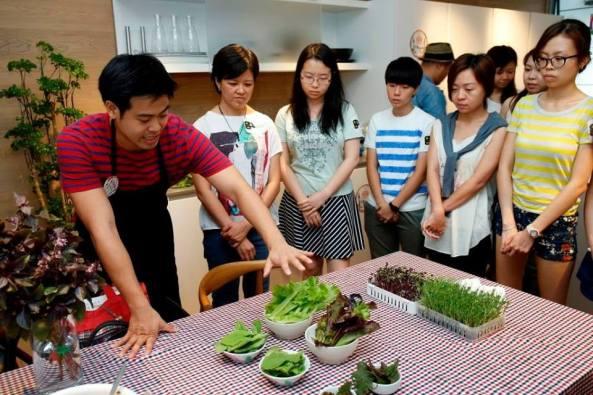 Xchange-Social Gastronomy_Dec2015